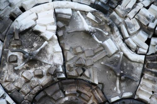 """Чиния"", 2019, 60х60 см, бяла глина, опушване, редукция"